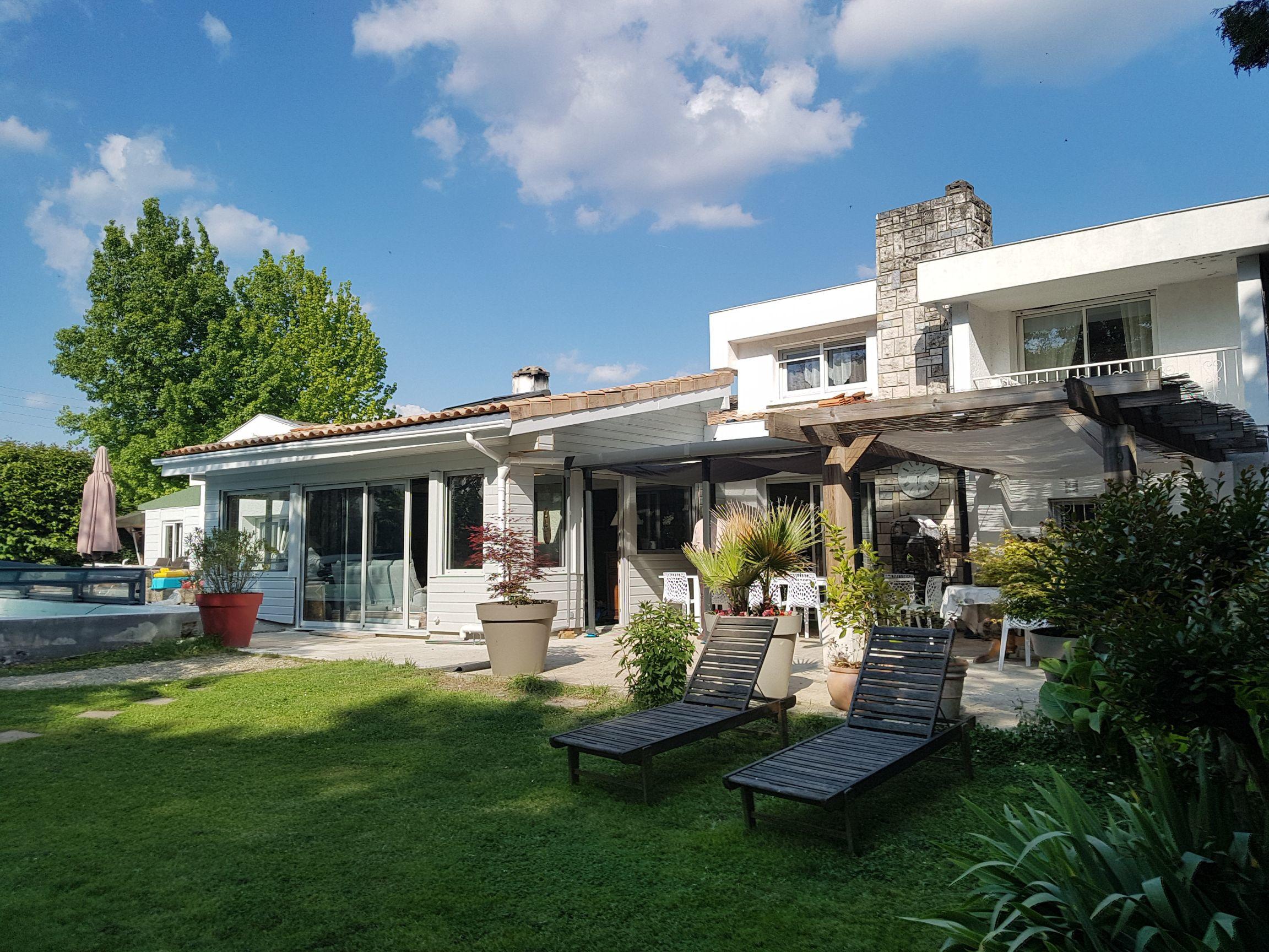 Hébergement de tourisme Lucilda à Pessac