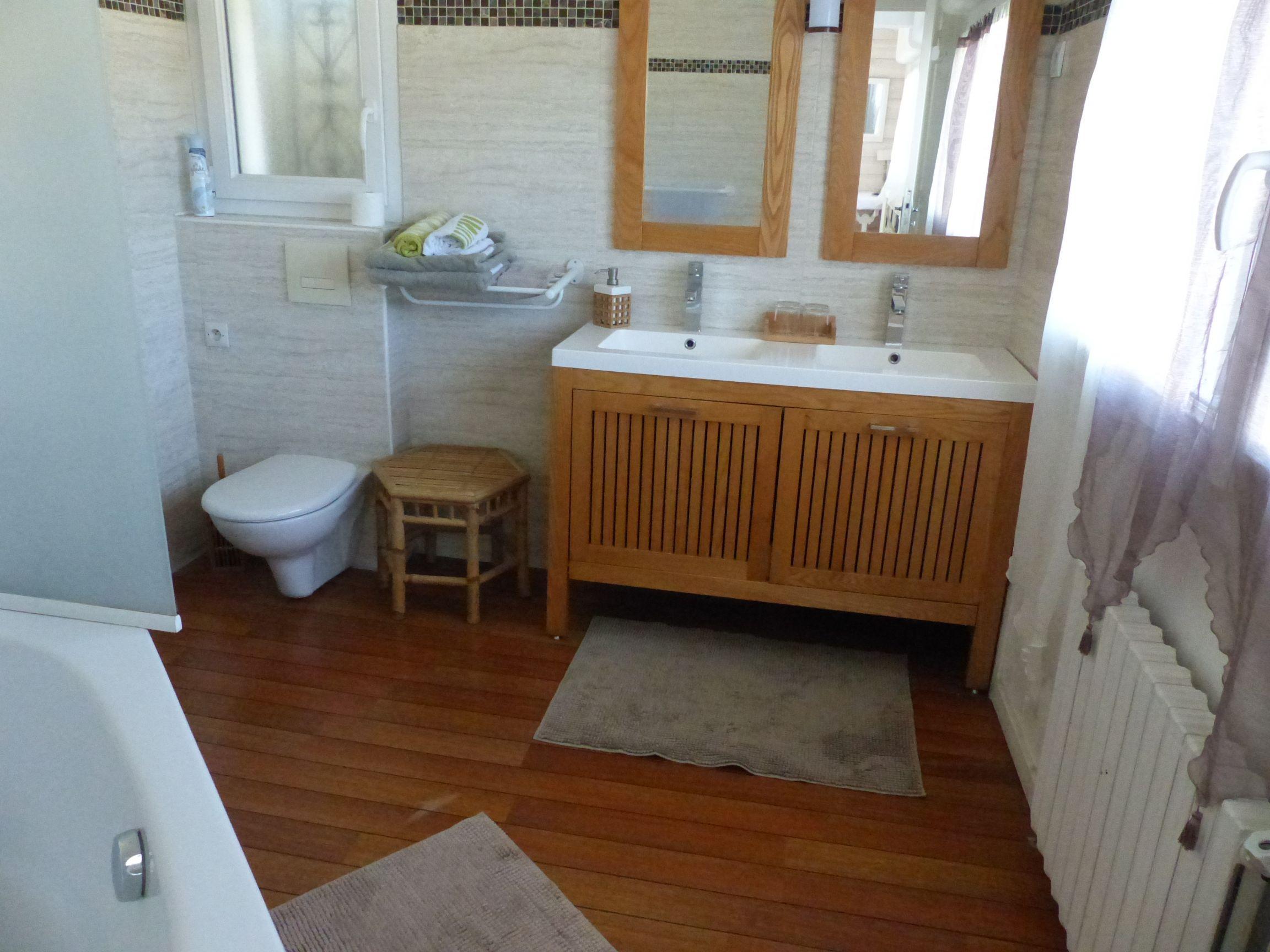 La suite Pyla possède une grande salle de bain